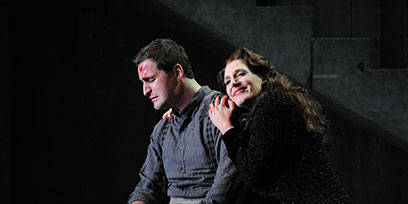 Riccardo Massi as Cavaradossi and Amanda Echalaz as Tosca