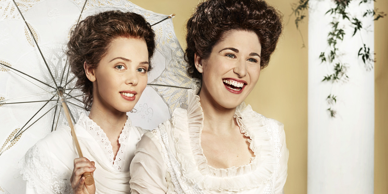 Nicole Car and Anna Dowsley star in Così fan tutte