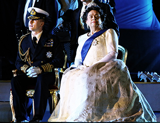 1.	A member of the ensemble and Gerry Connolly as The Queen in Opera Australia's production of The Eighth Wonder.