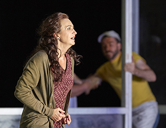 Dragana Radakovic as Santuzza in Cavalleria Rusticana. Photo by Keith Saunders
