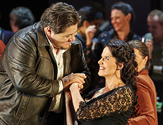 Diego Torre as Turridu and Sian Pendry as Lola in Cavalleria Rusticana. Photo by Keith Saunders