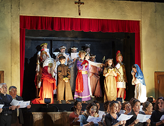 The Opera Australia Children's Chorus and the Opera Australia Chorus in Pagliacci. Photo by Keith Saunders