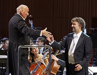 Conductor Pinchas Steinberg, Jonas Kaufmann as Parsifal and the Opera Australia Orchestra in Opera Australia's 2017 production of Parsifal.  Photo credit: Keith Saunders