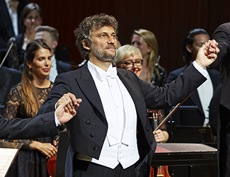 Jonas Kaufmann as Parsifal and the Opera Australia Orchestra in Opera Australia's 2017 production of Parsifal.  Photo credit: Keith Saunders