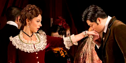 Corinne Winters as Violetta and Yosep Kang in La Traviata