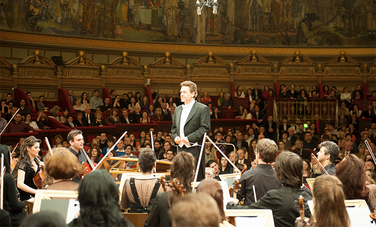 Christian Badea conducting the Foundation Orchestra